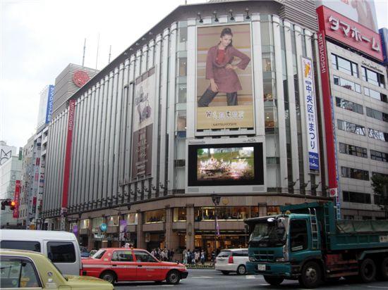일본 도쿄의 미쓰코시 백화점의 전경. 일제시대  조선의 경성에 진출했던 이 유서깊은 백화점도 경기침체의 직격탄을  맞았다.