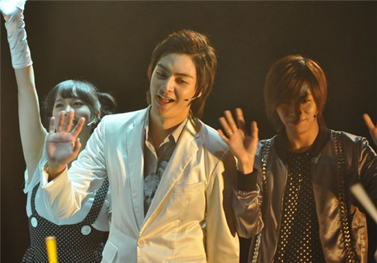 """T-Max member Kim Joon (center) performs on stage for his musical """"Youth March"""" at Coex Artium on October 21, 2009. [Planet 905]"""