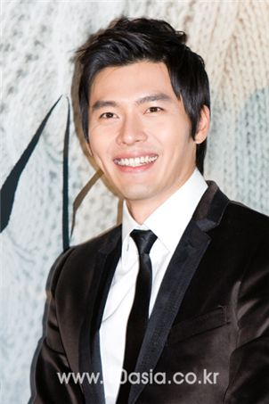 """Actor Hyun Bin smiles during a press conference for film """"I Am Happy"""" held at a CJ CGV theatre in Seoul on November 13, 2009. [Chae Ki-won/10Asia]"""