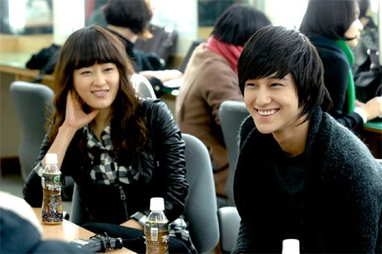 """Still, Marry Me"" actors (from left to right): Park Jin-hee and Kim Bum [MBC]"
