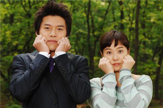 "Actors Hyun Bin (left) and Kim Suna in hit TV series ""My Name Is Kim Sam Soon"" [MBC]"