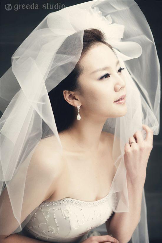 KBS 윤수영 아나, 결혼 앞두고 웨딩사진 공개