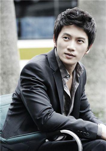 Korean actor Ji Sung [Namoo Actors]