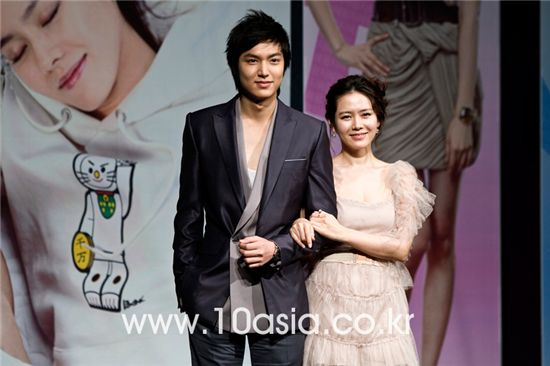 """Actor Lee Min-ho and actress Son Ye-jin pose at the press conference for their upcoming MBC TV series tentatively titled """"Personal Taste"""" in English, held at the Grand Hyatt Hotel in Seoul, South Korea on March 25, 2010. [Lee Jin-hyuk/10Asia]"""