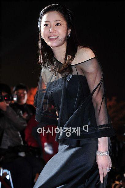 Korean actress Ko Hyun-jung at the 46th PaekSang Arts Awards held at the National Theater of Korea on March 26, 2010. [Asia Economic Daily]