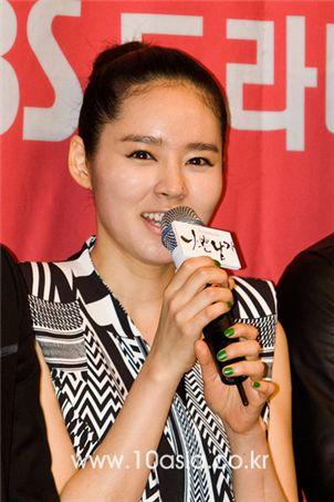 "Korean actress Han Ga-in at the press conference for TV series ""Bad Boy"" [Lee Jin-hyuk/10Asia]"