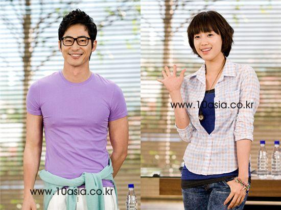 Kang Ji-hwan (left) and Ham Eun-jung [Lee Jin-hyuk/10Asia]