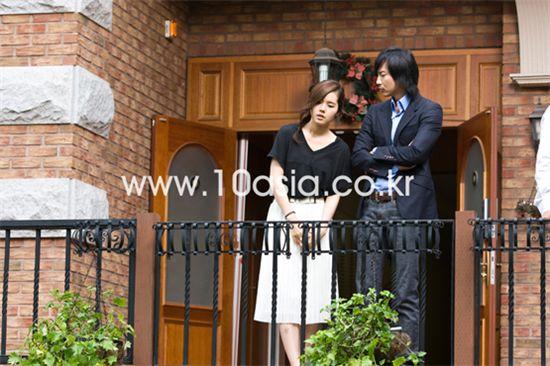 "Korean actress Han Ga-in and actor Kim Nam-gil on the set of SBS' ""Bad Boy"" [Chae Ki-won/10Asia]"