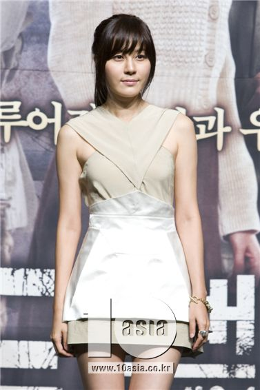"Kim Ha-neul poses during a photo session of a press conference for MBC TV series ""Road No. 1"" held at Sangmyung University in Seoul, South Korea on June 18, 2010. [Chae Ki-won/10Asia]"