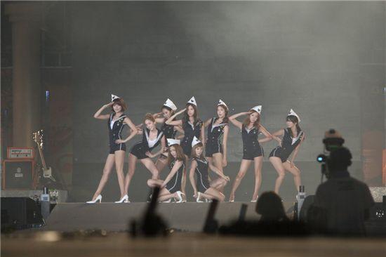 """SNSD giành được giải thưởng """" 2010 Proud Korean Awards""""  Options  Track this topic  2010082116544422259_5"""