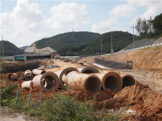 21일 영암F1현장에서는 막바지 공사가 진행 중이다.