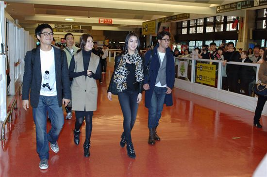"Stars of MBC's ""Dong Yi - Jewel in the Crown"" arrive in Taiwan. [NOA"
