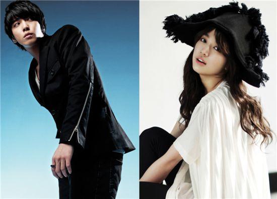 Jung Yong-hwa (left) and Park Shin-hye [Tree J. Company]