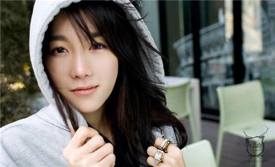 Korean actress E Ji-ah [Official E Ji-ah website]