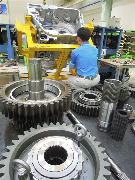 변속기에 들어가는 부품수는 총 1만 5000여개. 이중 60%를 S&T중공업에서 자체 생산한다