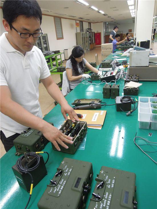육군의 핵심전력인 K-55자주포, K-21보병전투장갑차, K-2흑표에 장착되는 디지털 인터컴