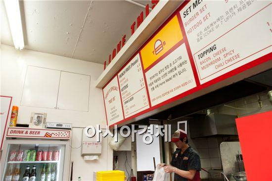 [아시아경제의 건강맛집] 번개처럼 꽂힌 한입의 추억 - '썬더버거'
