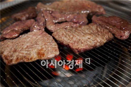 [아시아경제의 건강맛집] 연탄직화구이전문점 '자루' - 한우차별火