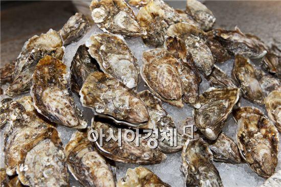 [아시아경제의 건강맛집] 카사노바가 사랑할 때 먹은 生物 비아그라 - 굴요리 캐주얼 레스토랑 'Top Cloud 23 탑 클라우드 23'