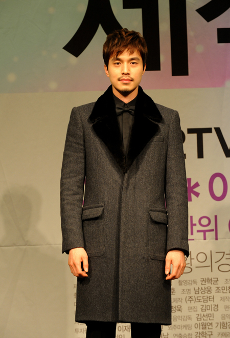 """Actor Lee Dong-wook poses during a press conference for upcoming TV series """"Wild Romance"""" held in Seoul, South Korea on January 2, 2012. [KBS]"""