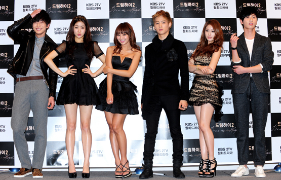 "From left, KBS TV series ""Dream High 2"" cast Jeong Jinwoon, Kang Sora, Hyolyn, JB, Park Jiyeon and Park Seo-jun [KBS]"