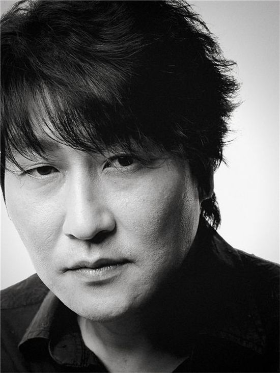 Actor Song Kang-ho poses in his black-and-white profile picture, released by his upcoming pic's promoter Showbox on August 28, 2012. [Showbox]