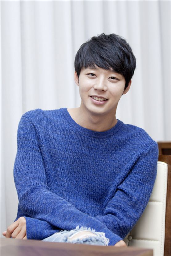 """Park Yuchun smiles during an interview to promote his latest TV series """"Rooftop Prince,"""" aired on SBS between March 21 and May 24, 2012. [C-Jes Entertainment]"""