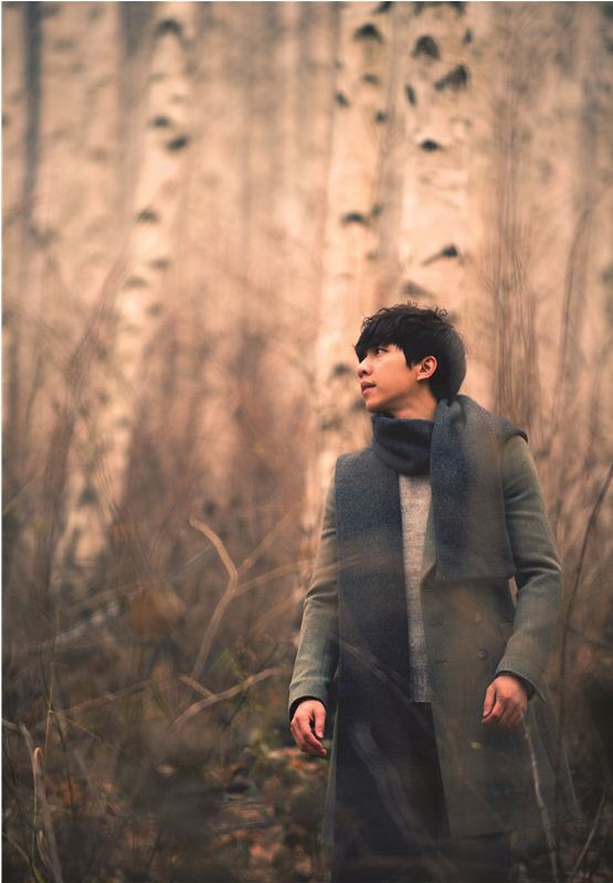 """Singer-actor Lee Seung-gi poses in the key image of his 2012 mini-album """"Forest,"""" dropped on November 22, 2012. [Hook Entertainment]"""