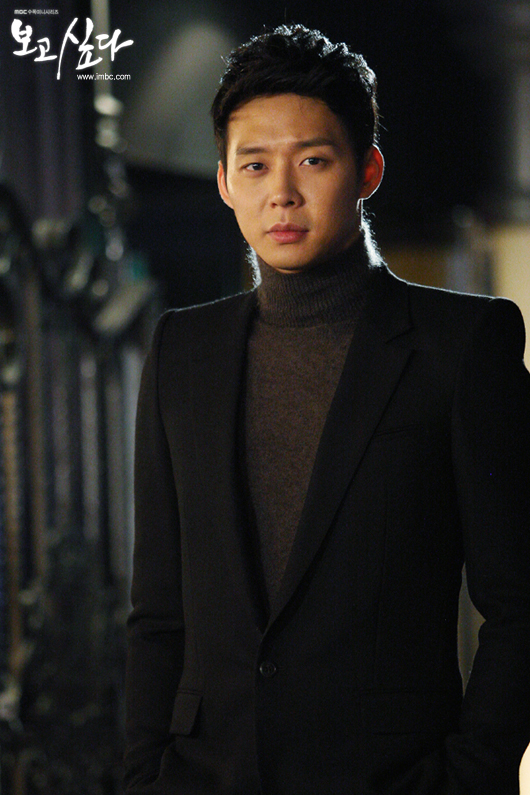 "JYJ's Park Yuchun poses on the set of MBC's drama ""Missing You,"" which November 7, 2012. [MBC]"