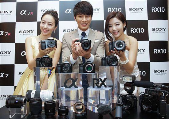 소니, 풀프레임 탑재한 고화질 미러리스 카메라 A7·A7R 출시