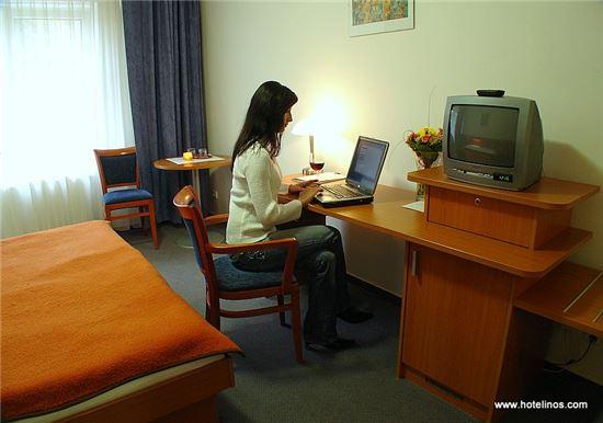 고급 호텔에서 와이파이 사용료를 받는 이유?