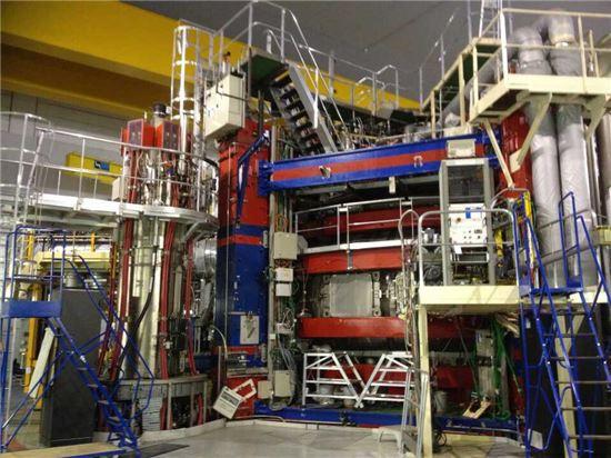 ▲카다라쉬에 있는 핵융합 장치 '토레수프라'.[사진제공=공동취재단]