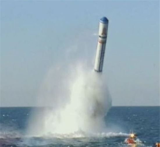 사정거리 8000km의 탄도미사일을 발사하는 중국 핵잠수함(사진=아시아경제DB)