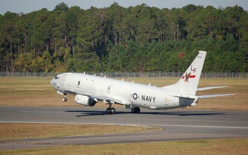 이륙하는 미국의 최신 대잠 초계기 P-8A 포세이돈