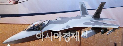 국방과학연구소(ADD)와 인도네시아가 550억원을 들여 국제 공동탐색 개발한 한국형 전투기(KFX) 사업의 C-103 쌍발엔진 형상.