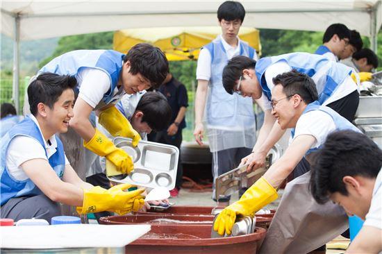 녹십자 신입상원 봉사활동 모습