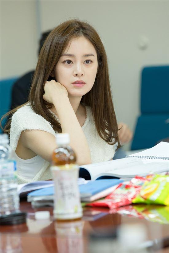 김태희가 SBS 새 수목드라마 '용팔이' 대본 리딩에 참석했다. 사진=SBS콘텐츠허브 제공