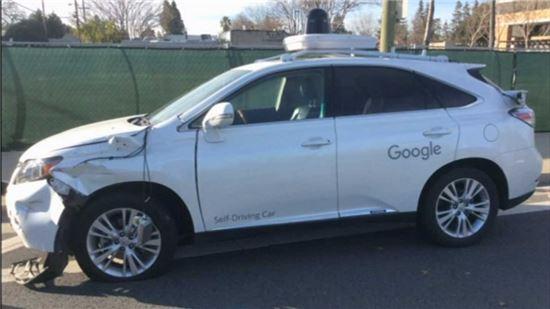 구글 자율운전차 사고, AI가 사람의 나쁜 습관 배웠기 때문?