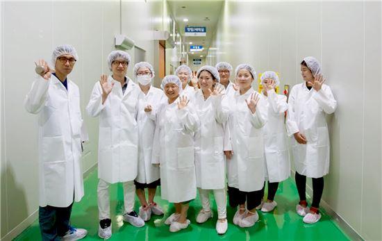 소비자가 체험하는 '시스루 마케팅'으로 신뢰 쌓는 식품업계