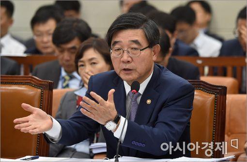 이기권 고용노동부장관/사진=아시아경제 DB