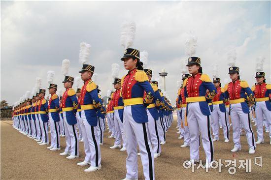 김모 대령의 북한학 수업에는 육군사관학교가 지난 2006년도에 발간한 북한학 교재를 사용하고 있다.