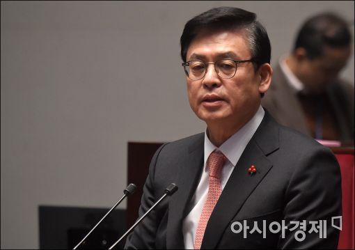 """정우택 """"친문 vs 비문 대결될 것…文 검증으로 지지율 요동"""""""