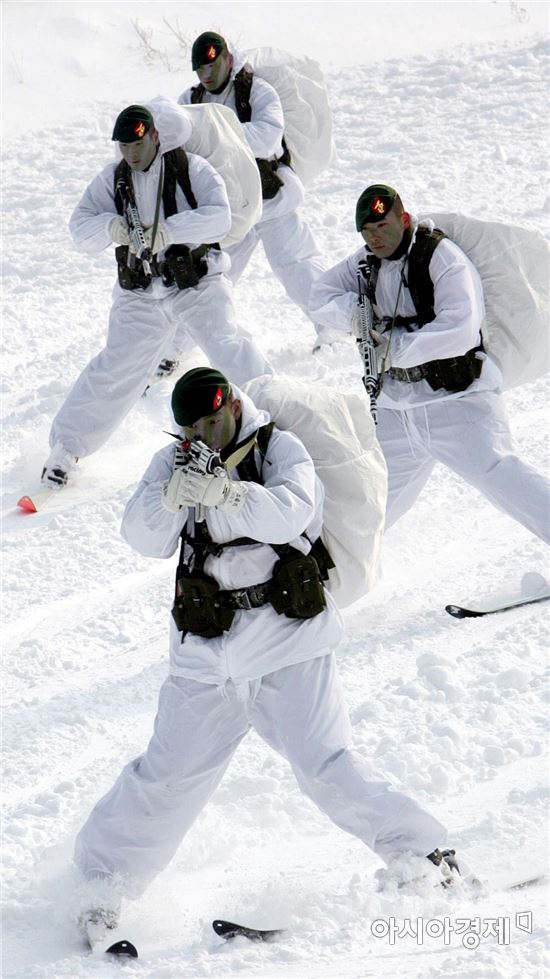 한미 해병대가 지난 15일부터 다음 달 3일까지 3주 동안 강원도 평창 황병산에 있는 산악 종합훈련장에서 동계 전술훈련을 한다