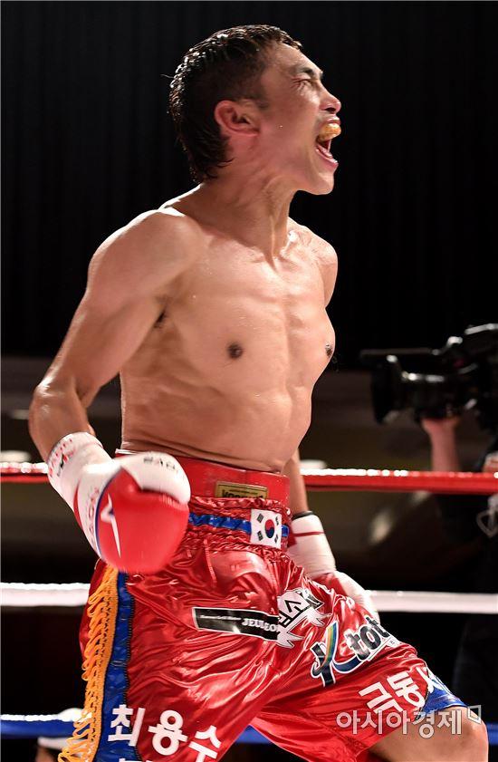 [포토]최용수, '화끈한 TKO 승리'
