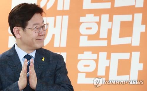 이재명 성남시장이 에세이를 발간했다./ 사진=연합뉴스 제공