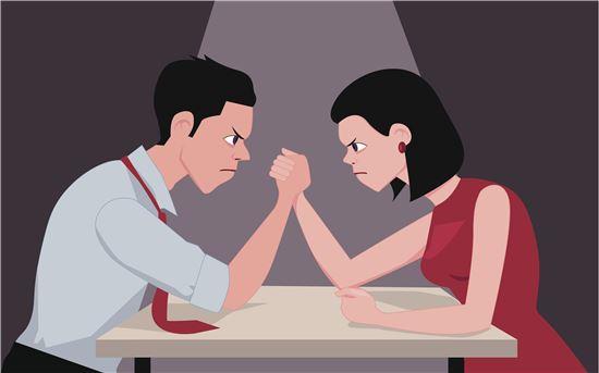 이혼인구 10만의 시대, 결혼 못지않게 이혼이 급증하고 있는 현실에서 더이상 이혼은 감추고 숨겨야 할 치부가 아니라 떳떳하게 공개하되 보듬어야 할 개인의 상처가 아닐까. 사진 = 게티이미지