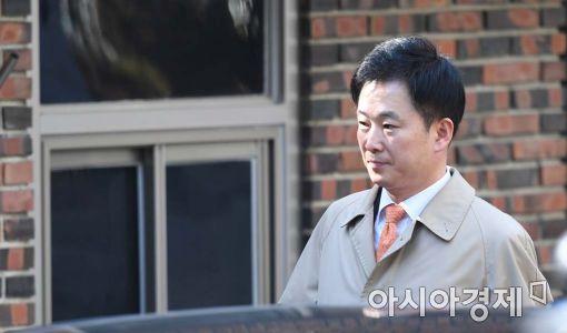 유영하 변호사, 朴사저 방문…두시간 가량 검찰소환 논의(종합)