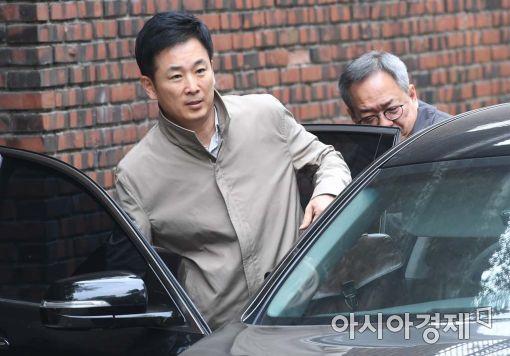 박근혜 전 대통령의 변호인인 유영하(사진 왼쪽), 정장현 변호사.