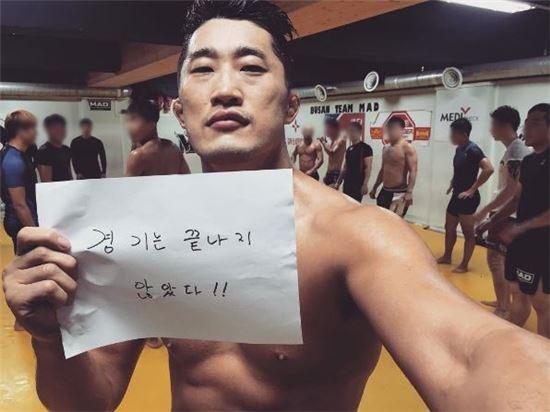 패럴림픽을 응원하고 있는 김동현 선수/ 사진=김동현 인스타그램