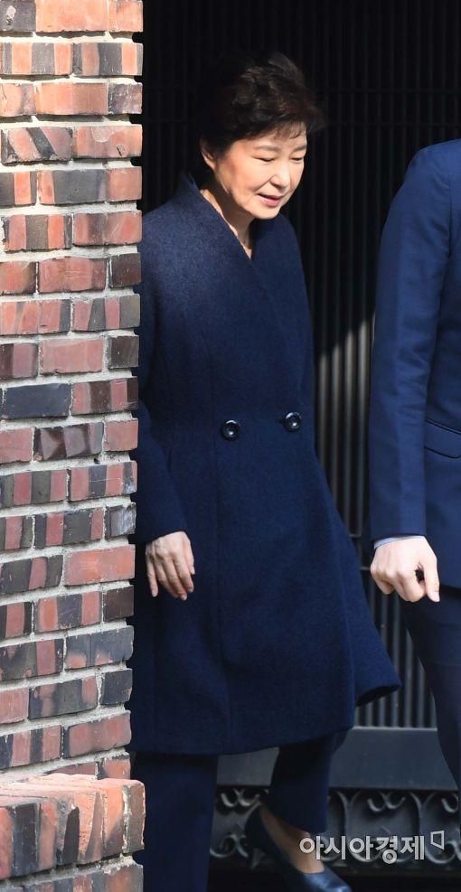 [포토]11일만에 집 밖에 나온 박근혜